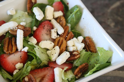 Spinach Salad with Strawberries and goat cheese