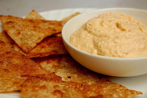 chipotle hummus in bowl