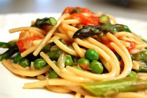 veggie pasta with asparagus and peas